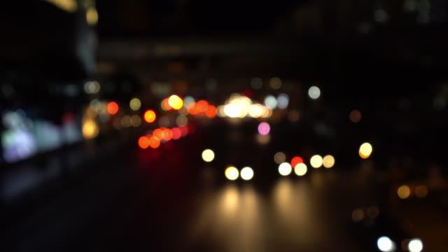 トラフィックの夜時間デフォーカス - エラワン聖堂点の映像素材/bロール