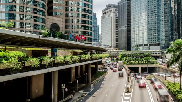stockvideo's en b-roll-footage met t/l pan traffic of hongkong central - hongkong eiland