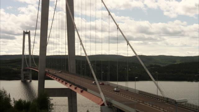 traffic on a bridge sweden. - bro bildbanksvideor och videomaterial från bakom kulisserna