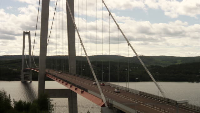 stockvideo's en b-roll-footage met traffic on a bridge sweden. - brug mens gemaakte bouwwerken