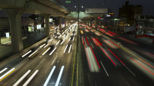 tl, ha traffic on a mexico city freeway at rush hour / mexico city, mexico - fernverkehr stock-videos und b-roll-filmmaterial