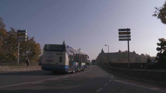 vidéos et rushes de ms traffic on adolphe bridge / luxembourg city, luxembourg - grand duché du luxembourg