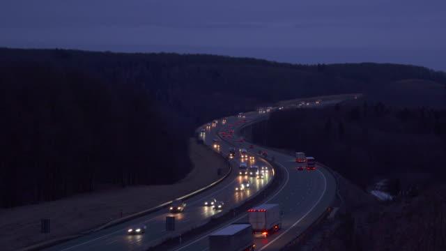 vidéos et rushes de traffic on autobahn. - véhicule utilitaire léger