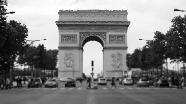 交通 avenue des champs -elysees にミニチュアレンズ,パリ,フランス - 凱旋門点の映像素材/bロール