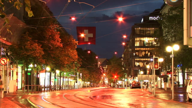 T/L, MS, Traffic on Bahnhofstrasse, dusk to night, Zurich, Switzerland