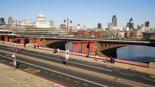 WS, HA, T/L, Traffic on Blackfriars Bridge and cityscape, London, England