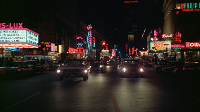 ws pov traffic on broadway at night / new york city, new york, usa - ブロードウェイ点の映像素材/bロール