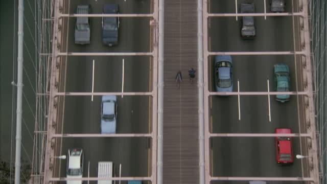 aerial traffic on brooklyn bridge / new york city, new york, usa - brooklyn bridge stock-videos und b-roll-filmmaterial