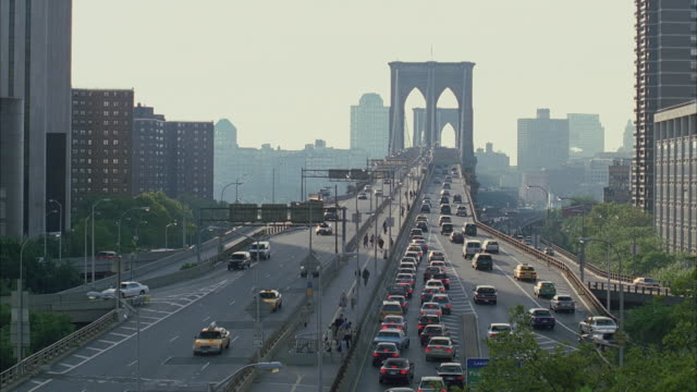 ws ha traffic on brooklyn bridge with commuters from queens to manhattan / new york city, new york, usa - international landmark stock videos & royalty-free footage