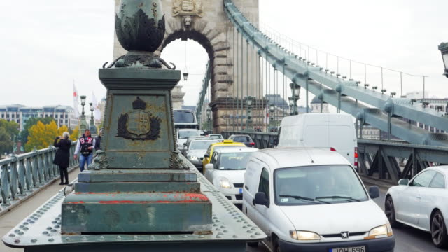 traffic on budapest chain bridge - széchenyi chain bridge stock videos and b-roll footage
