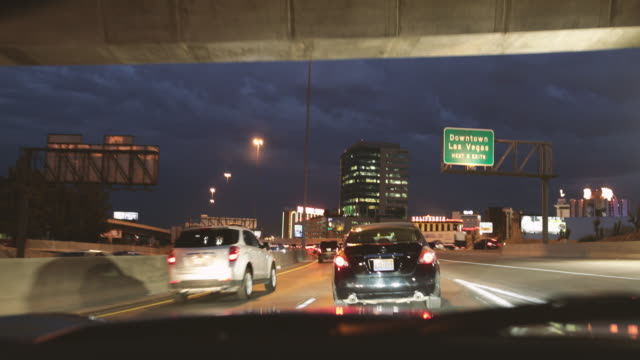 pov traffic on busy road to downtown las vegas - autoperspektive stock-videos und b-roll-filmmaterial