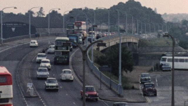 1974 montage traffic on busy roads / southampton, hampshire, england - 英国ハンプシャー点の映像素材/bロール