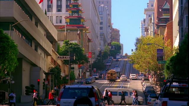 ws, traffic on california street, san francisco, california, usa - カリフォルニアストリート点の映像素材/bロール