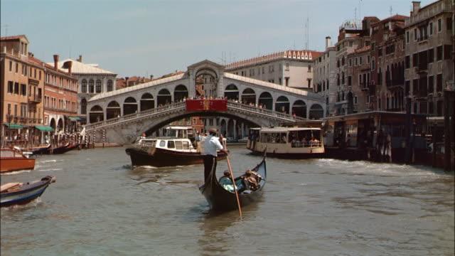 vídeos y material grabado en eventos de stock de ms traffic on canal, venice, italy - puente de rialto