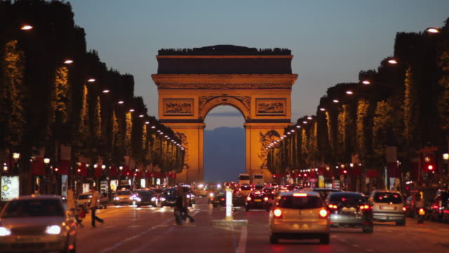 ws traffic on champs-elysees with arc de triomphe illuminated at dusk, paris, france - avenue des champs elysees stock videos & royalty-free footage