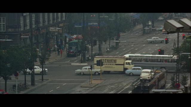 1966 WS HA PAN Traffic on city road
