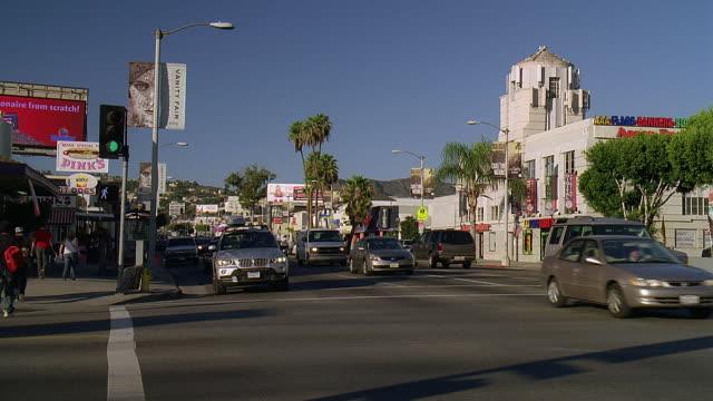 stockvideo's en b-roll-footage met ws pan traffic on city street / los angeles, california, usa - westers schrift