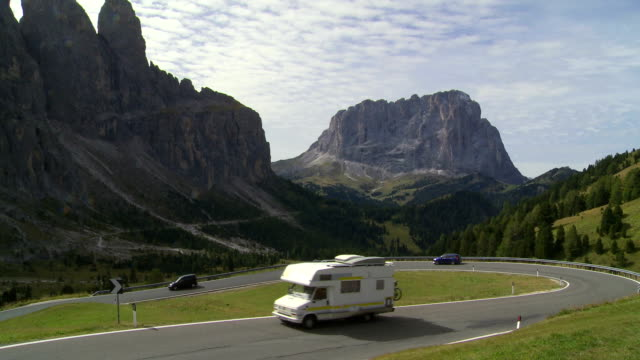traffic on dolomites mountain pass tl - langkofel stock videos & royalty-free footage