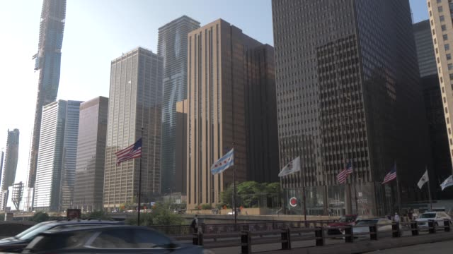traffic on dusable bridge and tall buildings lining the chicago river, chicago, illinois, united states of america, north america - dusable bridge stock videos & royalty-free footage