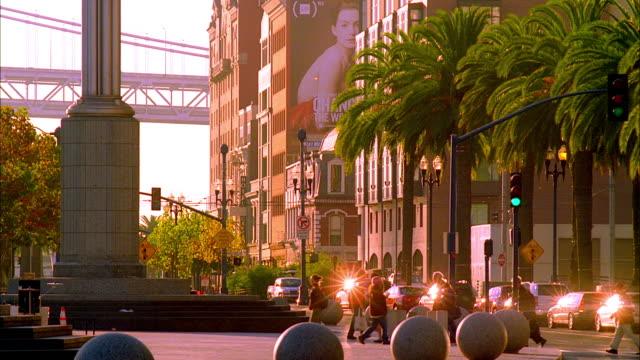vídeos y material grabado en eventos de stock de ms, traffic on embarcadero in morning light, san francisco, california, usa - embarcadero