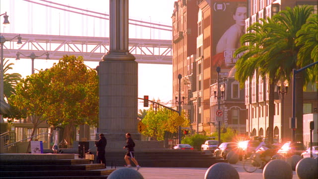 ms, traffic on embarcadero in morning light, san francisco, california, usa - palma nana video stock e b–roll