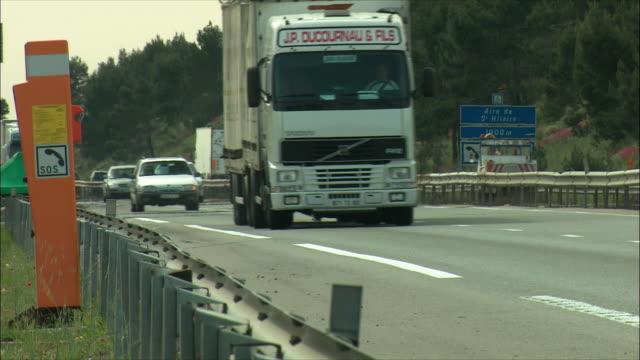 vídeos de stock, filmes e b-roll de ws pan traffic on freeway / provence, france - 2004