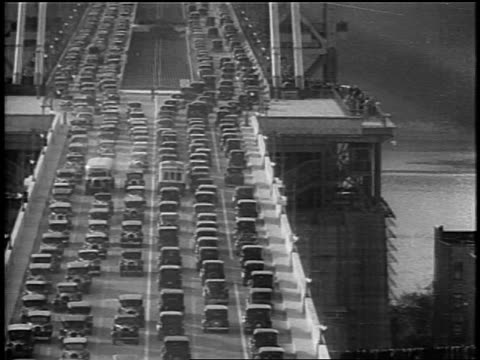 vidéos et rushes de b/w 1931 traffic on george washington bridge after dedication ceremony / nyc - 1931