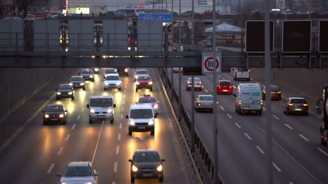 stockvideo's en b-roll-footage met verkeer op de duitse autobahn, realtime + audio - tweebaansweg