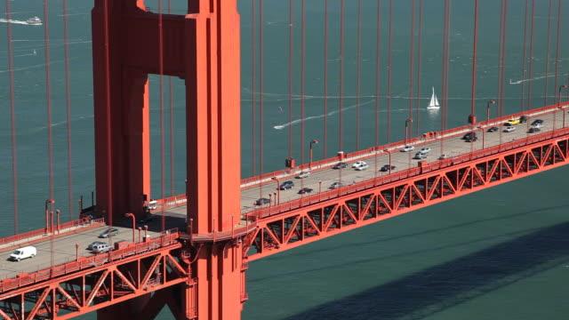 ws ha traffic on golden gate bridge / san francisco, california, usa - フェリーターミナル点の映像素材/bロール