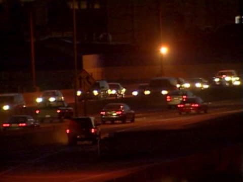vidéos et rushes de ws traffic on highway at night / los angeles, california, usa - fondu de fermeture