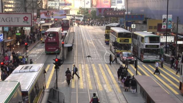 ws, ha, traffic on kowloon street, hong kong, china - anno 2007 video stock e b–roll