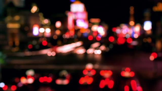 vídeos y material grabado en eventos de stock de t/l, focusing, ha, ms, traffic on las vegas strip at night, las vegas, nevada, usa  - réplica de la torre eiffel paris las vegas