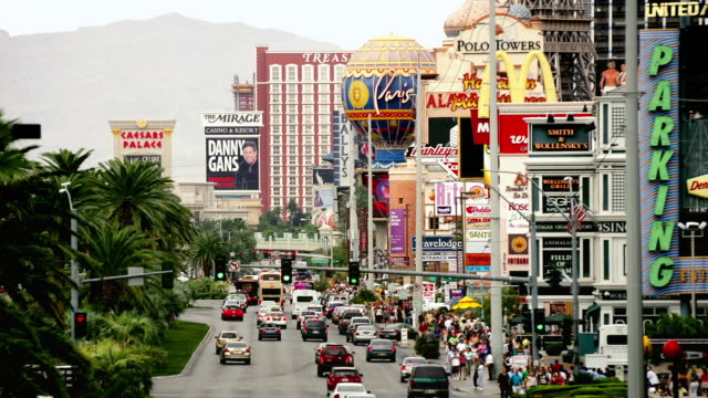 t/l, ms, traffic on las vegas strip, las vegas, nevada, usa - the mirage las vegas stock videos & royalty-free footage