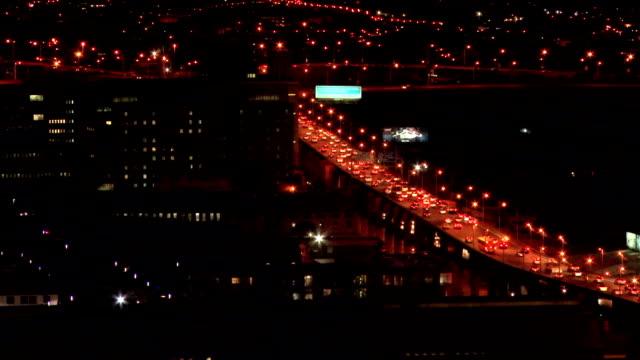 traffic on m1 south highway at night/ johannesburg/ south africa - ヨハネスブルグ点の映像素材/bロール