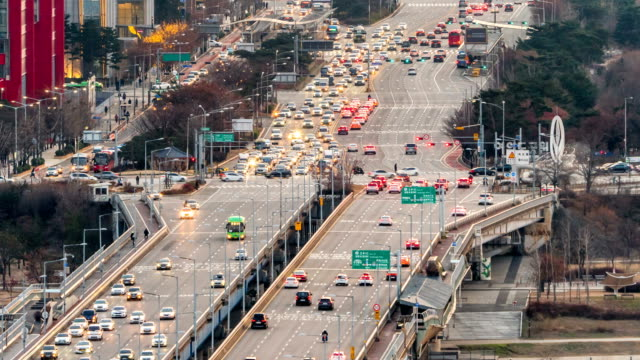 traffic on mapo bridge over han river / yeouido-dong, yeongdeungpo-gu, seoul, south korea - personal land vehicle stock videos & royalty-free footage