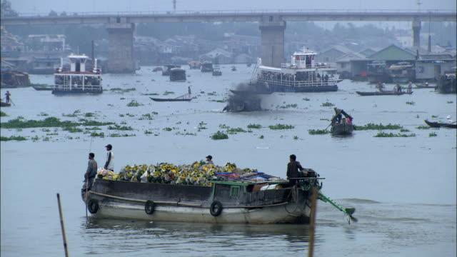 ws traffic on mekong river, vietnam - mekong delta stock videos & royalty-free footage