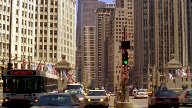 t/l, ms, traffic on michigan avenue, chicago, illinois, usa  - michigan avenue bridge stock videos and b-roll footage