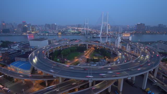 南浦大橋上のトラフィック - 螺旋形点の映像素材/bロール