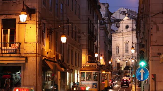 vídeos de stock e filmes b-roll de ws traffic on old town street at night / lisbon, portugal - sinal rodoviário
