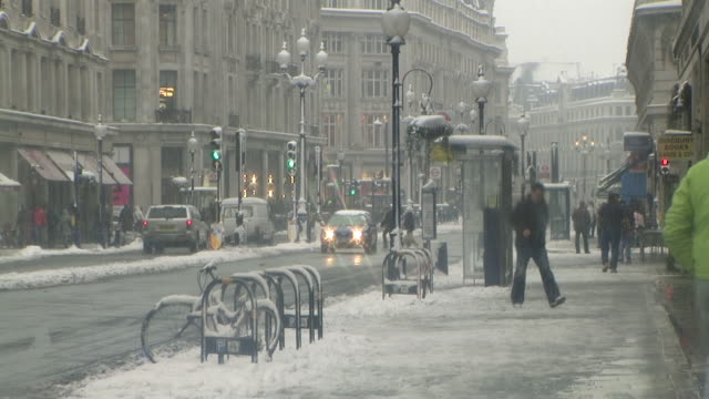 ws traffic on oxford street in snow, london, united kingdom - oxford street london stock videos and b-roll footage