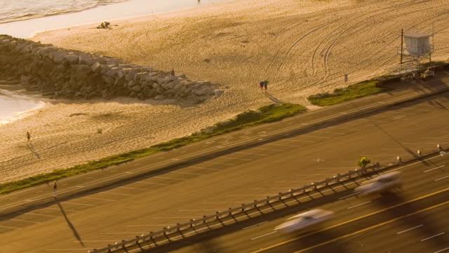 T/L, HA, MS, Traffic on Pacific Coast Highway along sandy beach, Pacific Palisades, California, USA