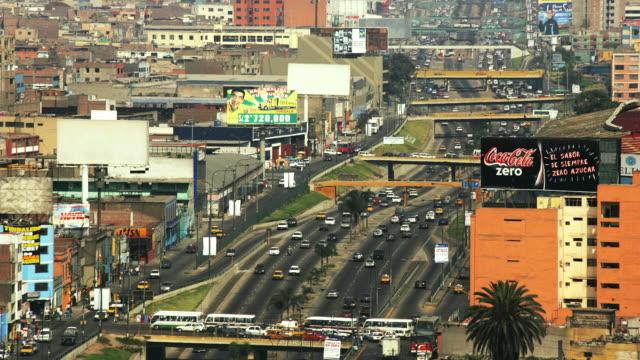 stockvideo's en b-roll-footage met t/l, ha, ws, traffic on paseo de la republica, lima, peru - waaierpalm