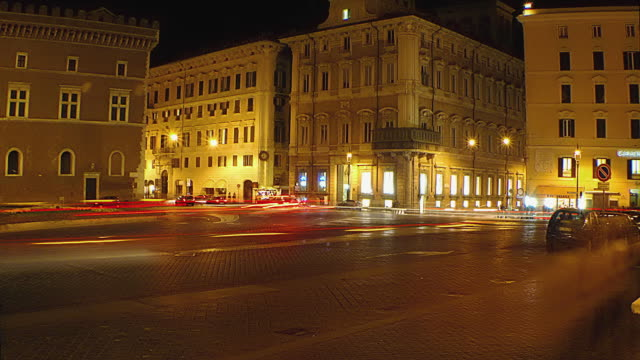 t/l ws traffic on piazza venezia at night, rome, italy - piazza venezia stock videos and b-roll footage