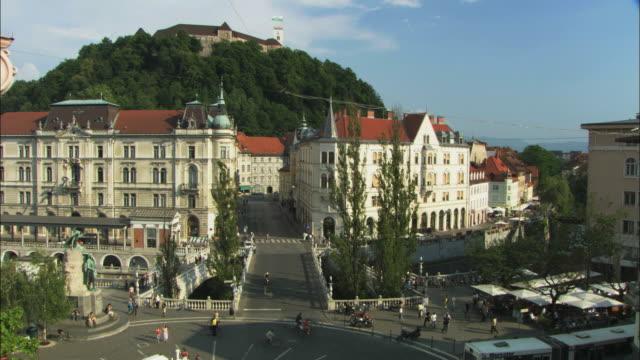 WS HA Traffic on Preseren Square and Triple Bridge (Tromostovje) with castle in background / Ljubljana, Slovenia
