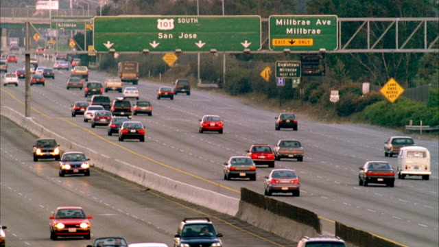 stockvideo's en b-roll-footage met ws slo mo traffic on road with road sign / san francisco, california, usa - 1990