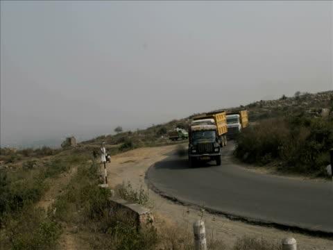 T/L, HA, MS, Traffic on rural road, Sohna, Haryana, India