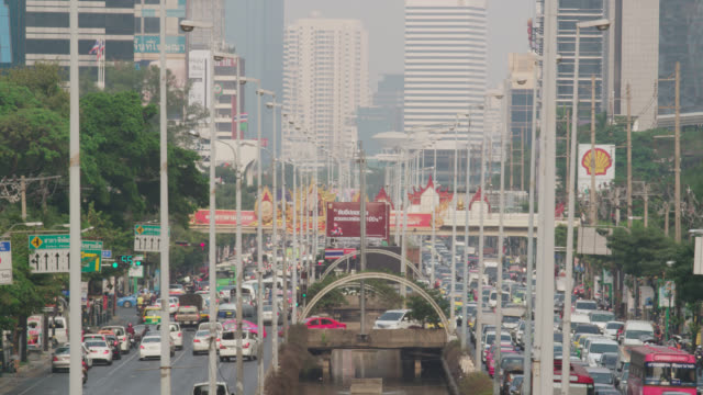 LS traffic on Sathorn Road, RED R3D 4K