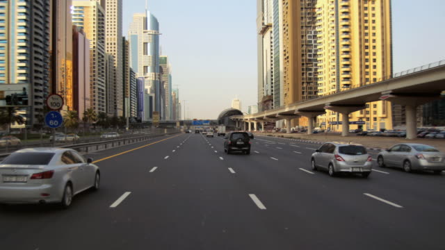 vidéos et rushes de t/l traffic on sheikh zayed road / dubai, united arab emirates - dolly shot