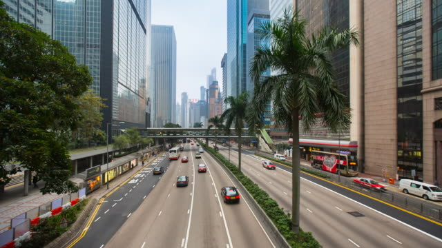 traffic on six lane city freeway in central hong kong - der weg nach vorne stock-videos und b-roll-filmmaterial