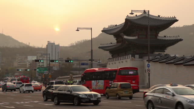 WS Traffic on street at sunset / Seoul, South Korea